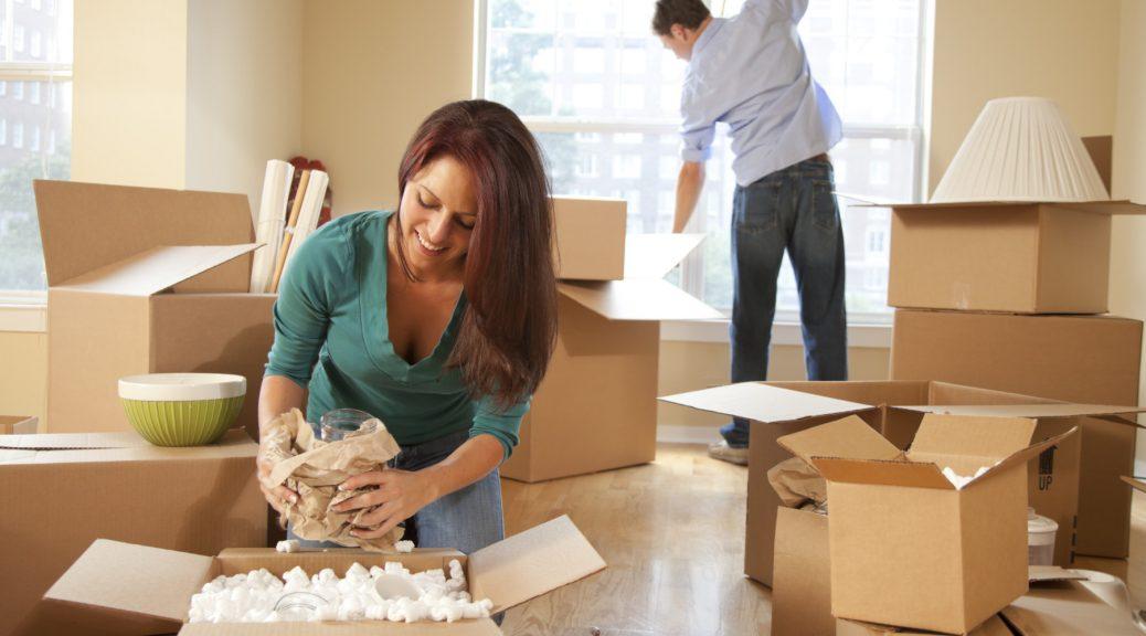 remplir les cartons de déménagement
